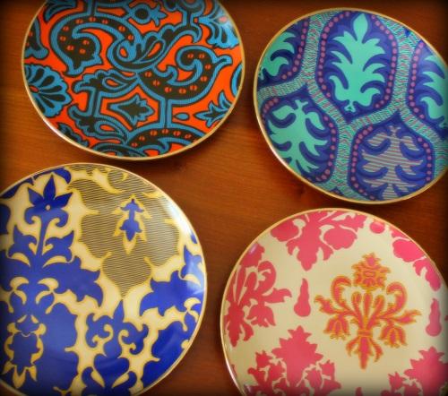 : Тарелки могут быть различных цветов, но всегда необходимо придерживаться единого стиля