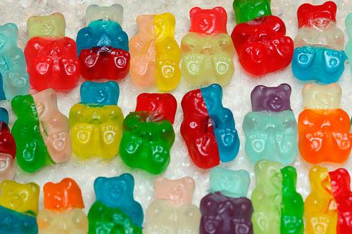 Эксперименты, проводимые с продуктами голубого цвета, показали, что подобная окрашенная пища казалась людям менее вкусной, хотя состав продукта оставался неизменным