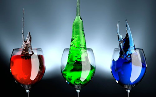 Если изменить цвет привычного напитка, не каждый сможет понять, что в стакане