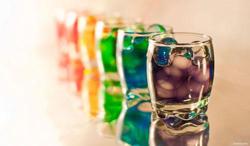 Интересен тот факт, что определенные цвета вызывают ожидание определенного вкуса. Так, желтый или зеленый ассоциируются с кислым, а красный – со сладким