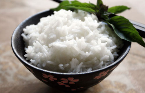 В результате получается рассыпчатый и ароматный рис