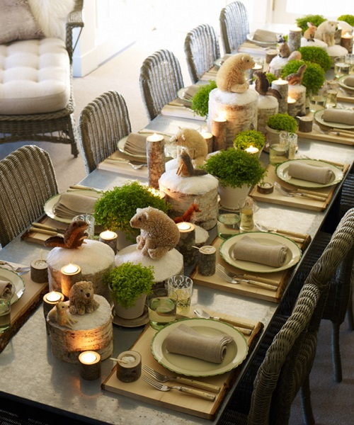 Не бойтесь экспериментировать с декором стола. Единая цветовая гамма поможет сохранить изысканность
