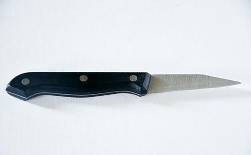 Посмотрите на рукоять ножа