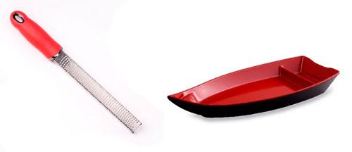 Кухонные аксессуары и посуду нередко окрашивают в красный