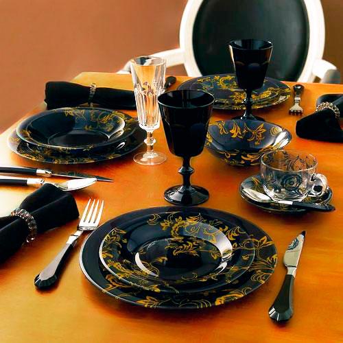 Черная посуда выглядит очень эффектно, к тому же худеть с ней гораздо проще