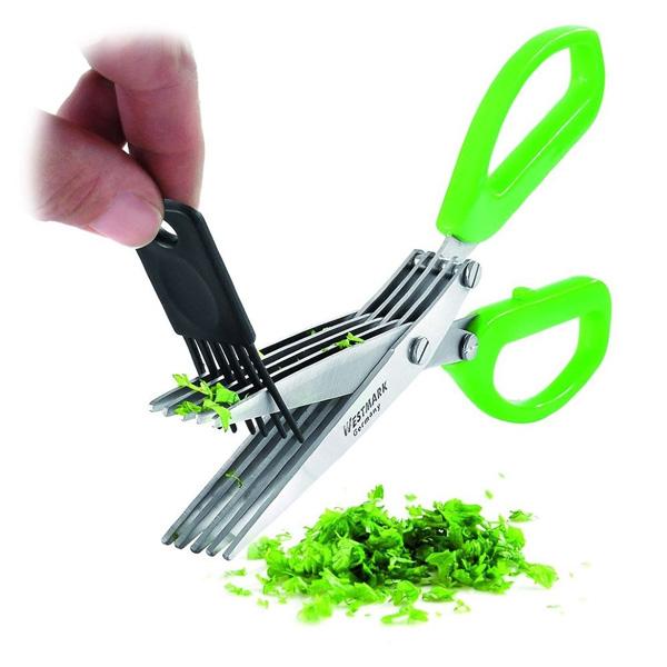 С помощью кухонных ножниц легко открыть бутылку