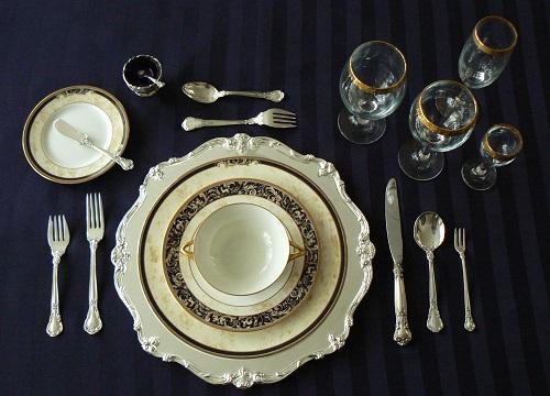 Один из вариантов классической сервировки стола